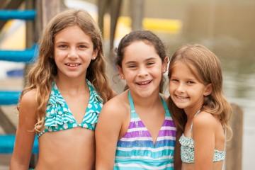 girls-group-smiles