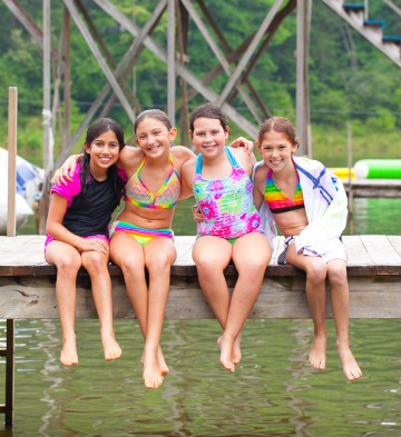 girls-on-dock